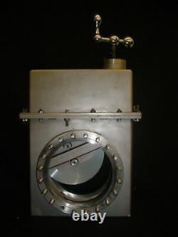 Varian 951-5205 High Vacuum Manual Gate Valve with 6 Diameter Opening